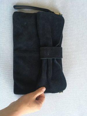 Schwarze Clutch mit Schleife