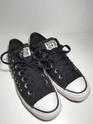 Schwarze Converse mit Nieten, Größe 39