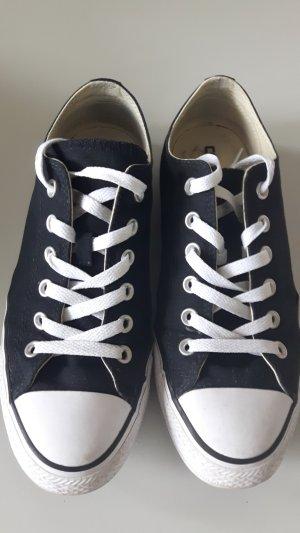 schwarze Converse, niedrige Sneaker