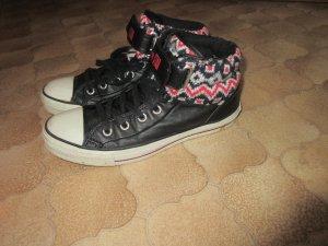 Schwarze Converse-Sneakers mit gestricktem Bund