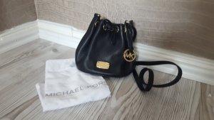 Schwarze Crossbody Bucket Bag von Michael Kors