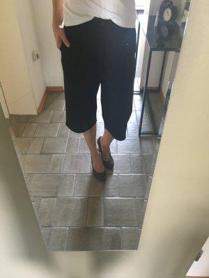 Schwarze Culotte von ICHI aus weichem Stoff. Max. 3 mal getragen