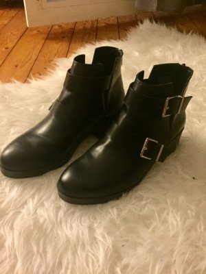 Schwarze Cut Out Boots
