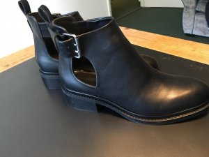 Schwarze Cut-Out Stiefeletten