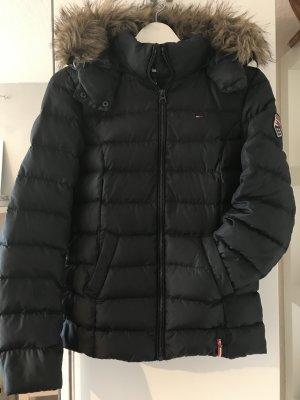 Schwarze Daunen-Winterjacke