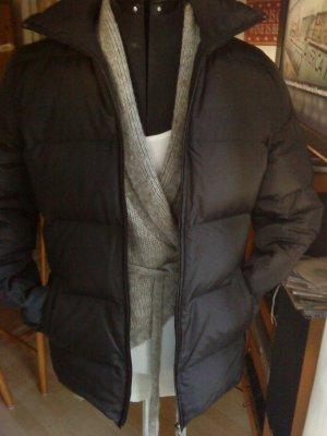 schwarze Daunenjacke von Zara Größe M