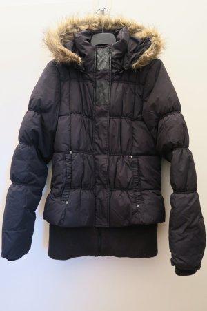 Schwarze dicke Jacke