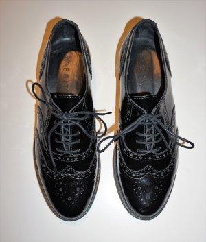 schwarze, elegante Halbschuhe aus Lackleder von Esprit