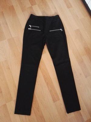 schwarze eng geschnittene Stoffhose von Hallhuber