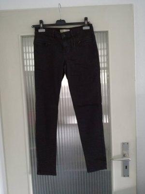 Schwarze enge, knöchellange Jeans