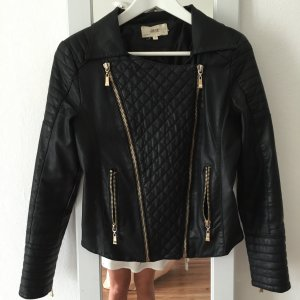 Schwarze Fake Lederjacke mit abnehmbarem echten Fell