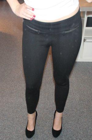 Schwarze figurbetonte Hose