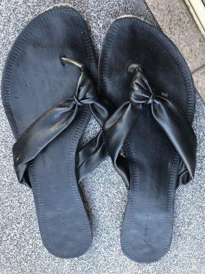 Deichmann Toe-Post sandals black