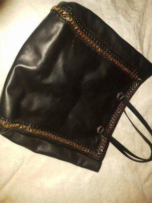 Schwarze geräumige Ledertasche von Zara