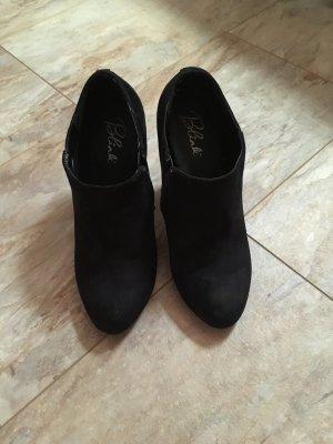 Schwarze geschlossene High Heels