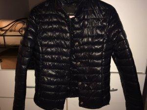 Schwarze gesteppte Frühlings und Herbst Jacke mit silbernen Metallverschlüssen