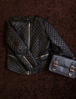 schwarze gesteppte Lederjacke mit silberne Details