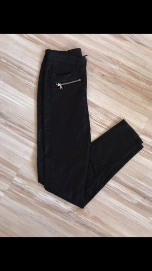 Schwarze glänzende Hose