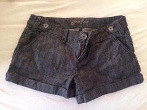 Schwarze Guess Jeans Short