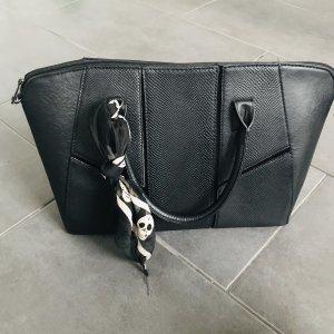 schwarze Hänkelhandtasche