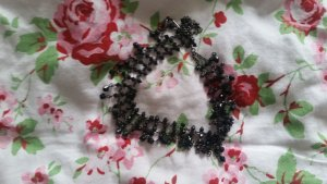 Schwarze Halskette