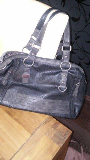 schwarze Handtasche aus Kunstleder