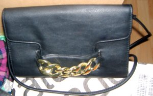 Schwarze Handtasche Goldkette