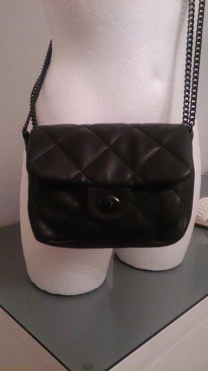 Schwarze Handtasche in Stepp-Optik