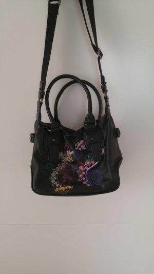 schwarze Handtasche mit Muster