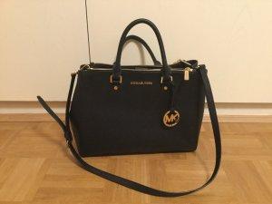 schwarze Handtasche von Michael Kors