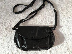 schwarze Handtasche zum umhängen