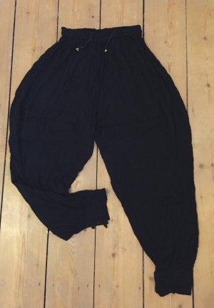 Schwarze Haremshose aus strukturiertem Stoff