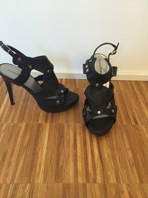 Schwarze High Heels im SATC Style