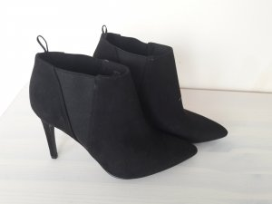 Schwarze High Heels in Velouroptik