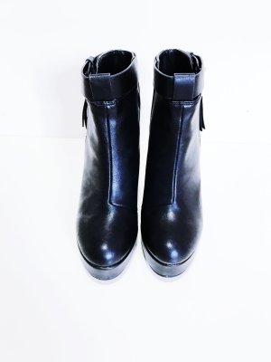 Schwarze High Heels Keil- Stiefeletten von H&M