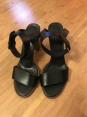 Schwarze High Heels mit Holzabsatz