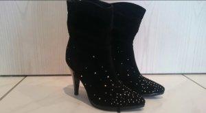 Schwarze High Heels mit Nieten (Catwalk)
