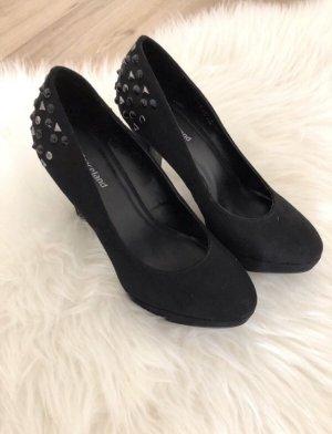 Schwarze High Heels mit Nieten von Graceland