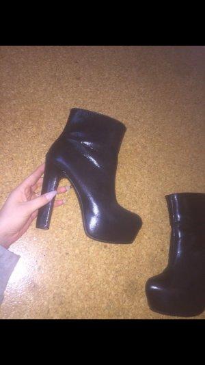 Schwarze high heels mit plateau