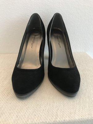 Schwarze High Heels. Schöne Form.