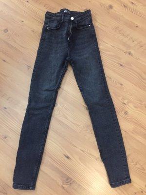 Schwarze Highwaist Jeans von Zara
