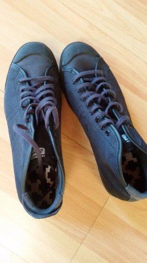 Schwarze hohe Sneaker-guter Zustand