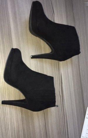 Schwarze, hohe Stiefeletten von H&M in 39