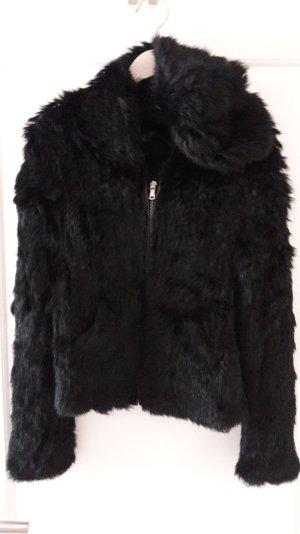 schwarze Hoodie-Jacke aus geflochtenem Kanninchenfell, Gr. 36