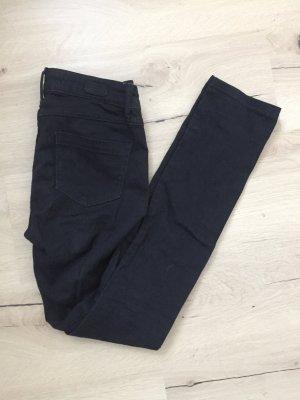 Schwarze Hose in der Größe 36