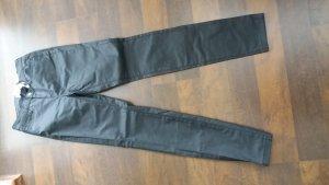 schwarze Hose, leicht glänzend