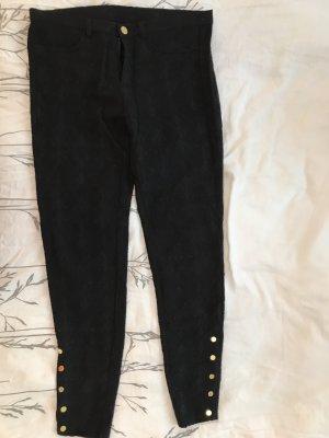 Schwarze Hose mit dezentem Muster