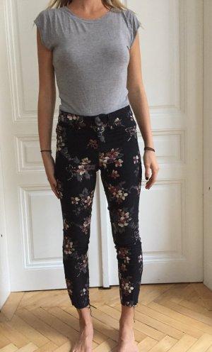 Schwarze Hose mit Flowerprint von Cambio