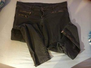 Schwarze Hose mit Reißverschlüssen