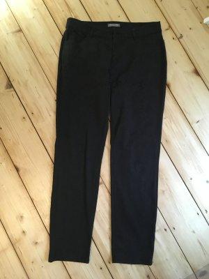 Schwarze Hose mit Struktur